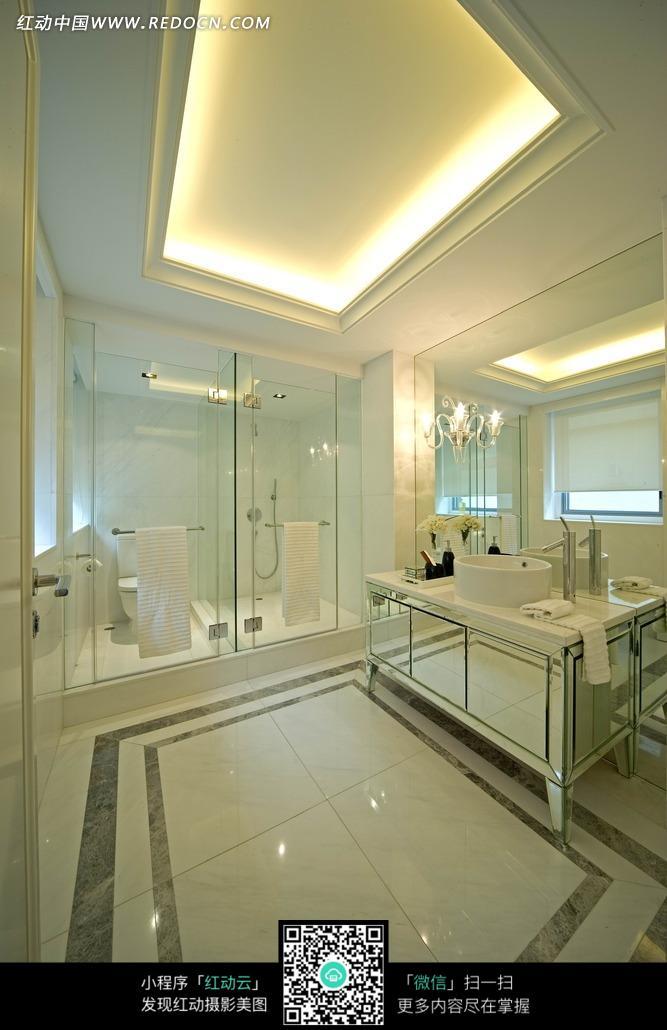 挂着的毛巾 玻璃门 洗漱台        室内设计 装修 现代 摄影图片