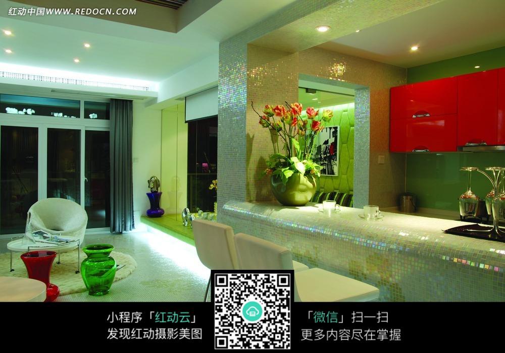 花卉 植物 摆台 白色椅子 家具 红色柜子 装饰设计 室内设计 装饰效果