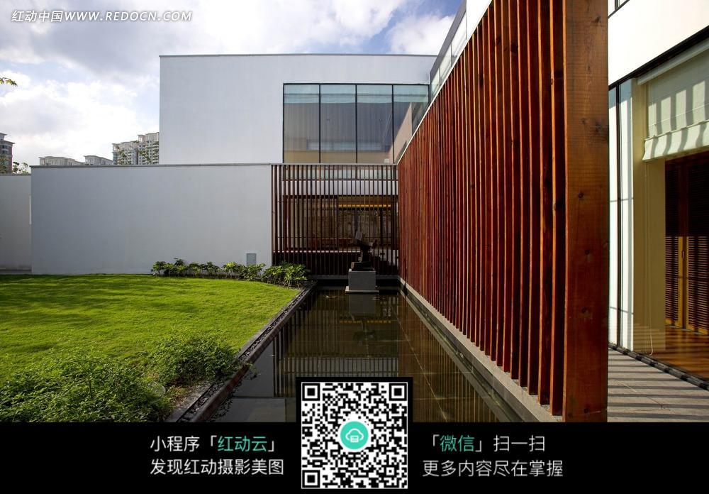 jpg]  ; 方形建筑物和草坪水池图片;; 3d建筑效果图—