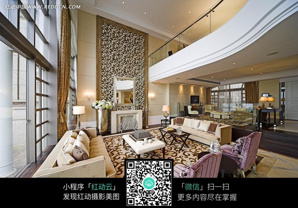 jpg 经典 时尚 欧式 别墅 一层 客厅沙发 茶几 壁炉 地毯 台灯 鲜花