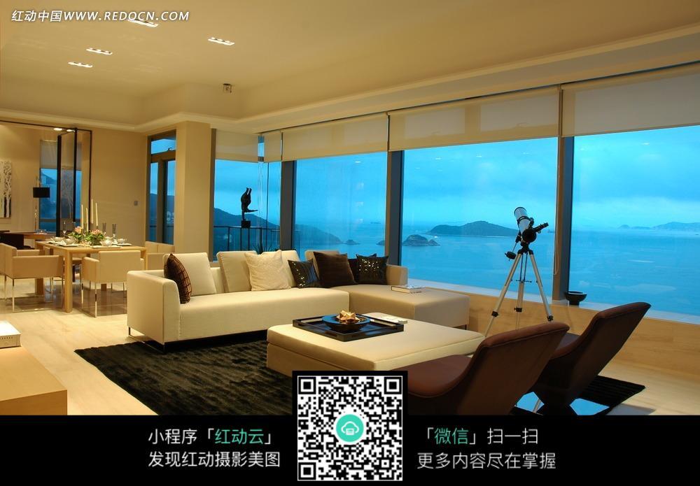 图片素材 环境居住 室内设计 客厅里的创意椅子和米色沙发茶几  请您