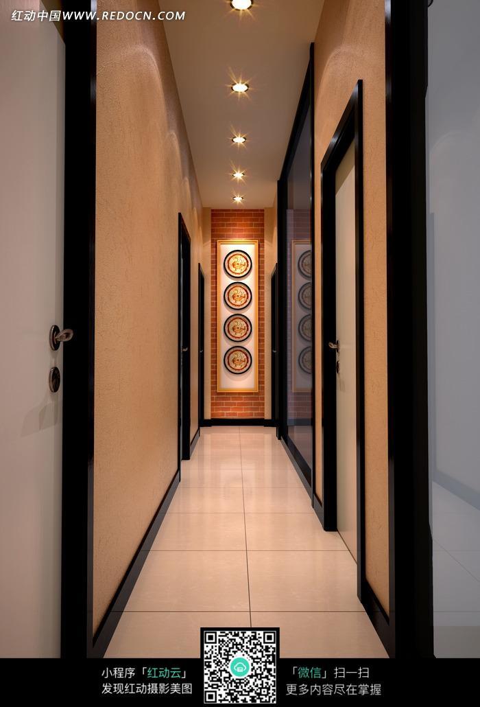 简约走廊尽头的圆形装饰画