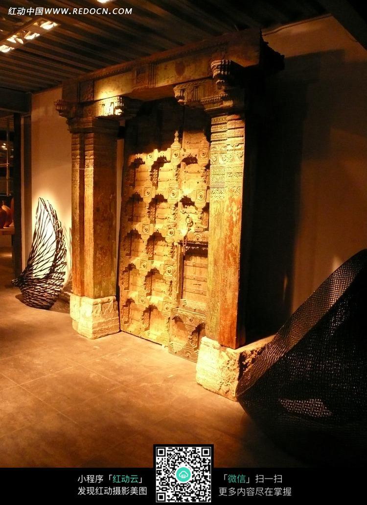 木雕大门 柱子 木头柱子 装饰设计 室内设计  摄影图片