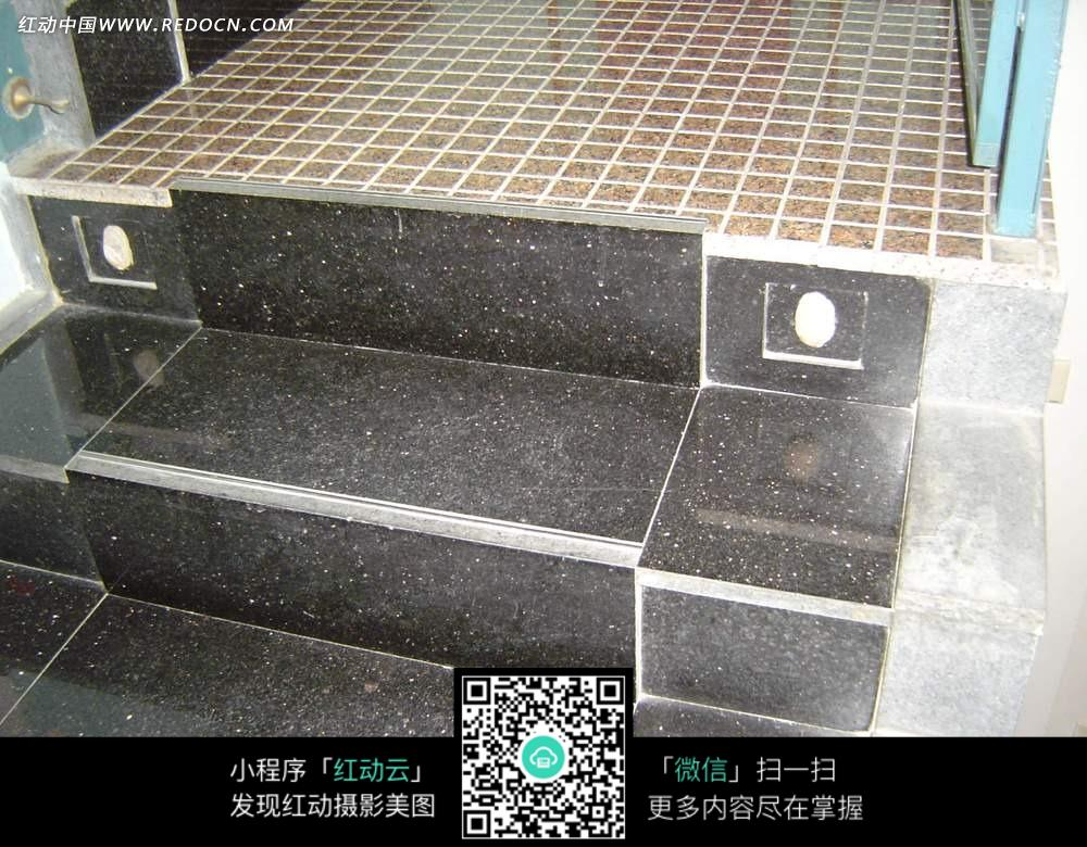 黑色大理石楼梯上的灯饰图片免费下载 红动网