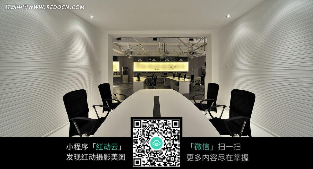 现代简洁会议室效果图