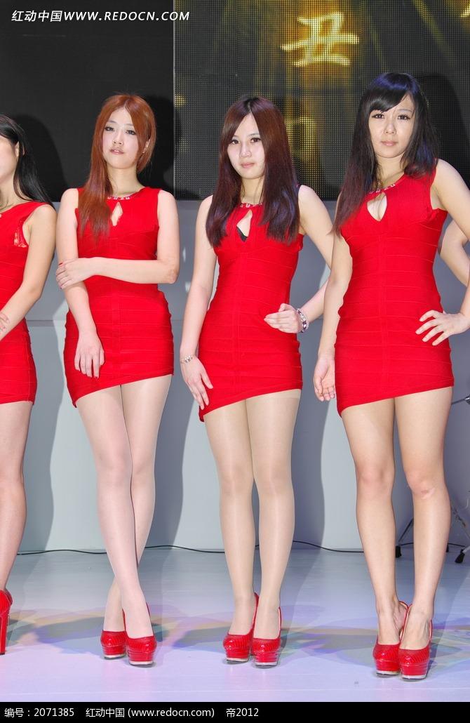 超短连身裙的美女图片
