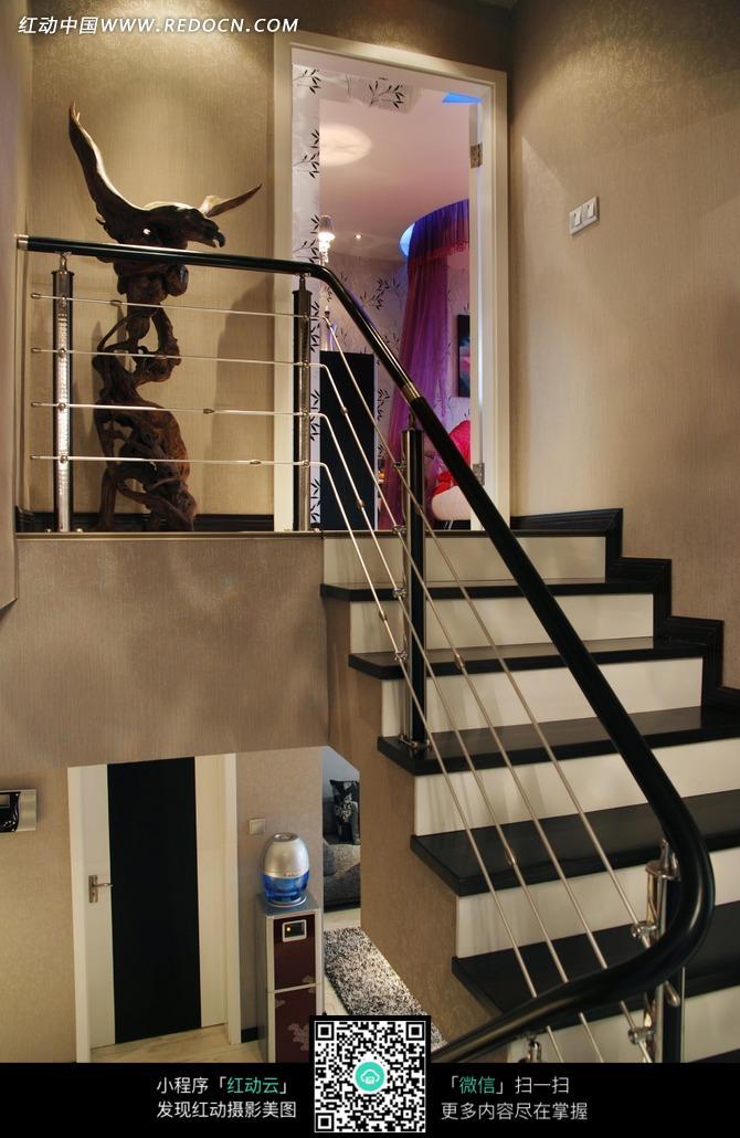 黑色台阶 楼梯 阶梯 黑色扶手 装饰设计 室内设计  摄影图片