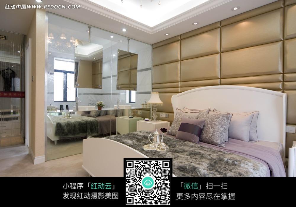 后现代大方      大床 床头柜 台灯 镜子 卧室设计 室内效果图 装修效图片