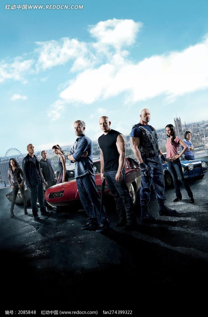 速度与激情6海报 围着赛车的外国男女图片
