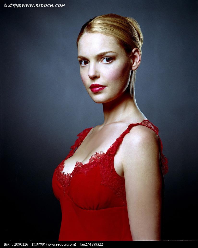 穿红裙的外国美女图片