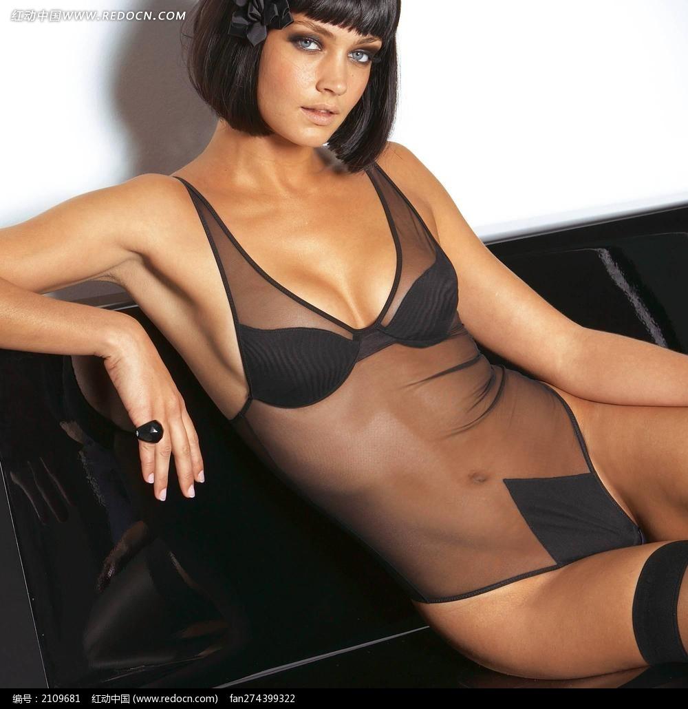 穿黑纱透明连体内衣的外国美女图片