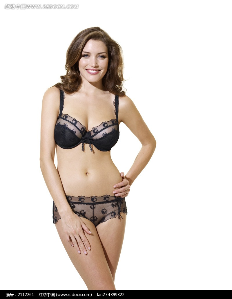 穿黑色透明内衣单手叉腰的外国大胸美女图片