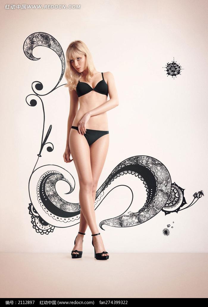 穿黑色内衣交叉腿站着的外国美女图片