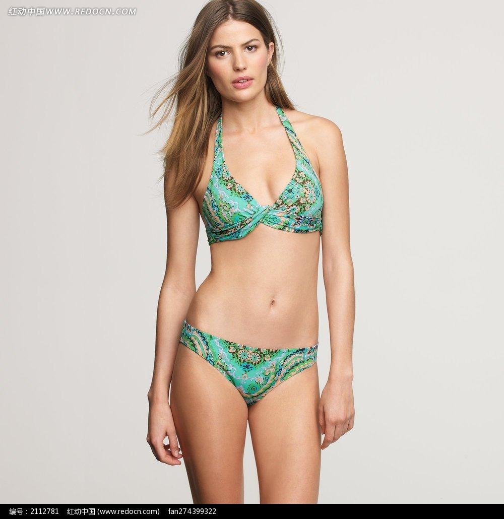 穿绿色泳衣的外国美女图片
