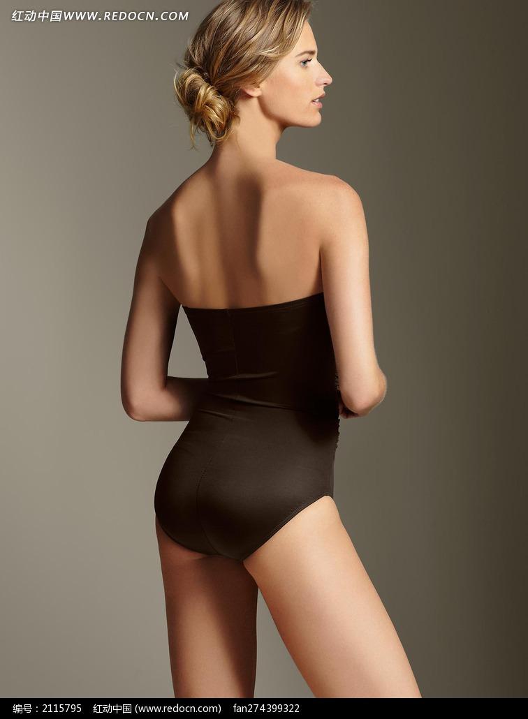 穿褐色泳衣的外国美女背影图片