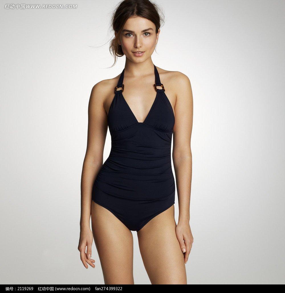 穿深蓝色连体泳衣的外国美女图片