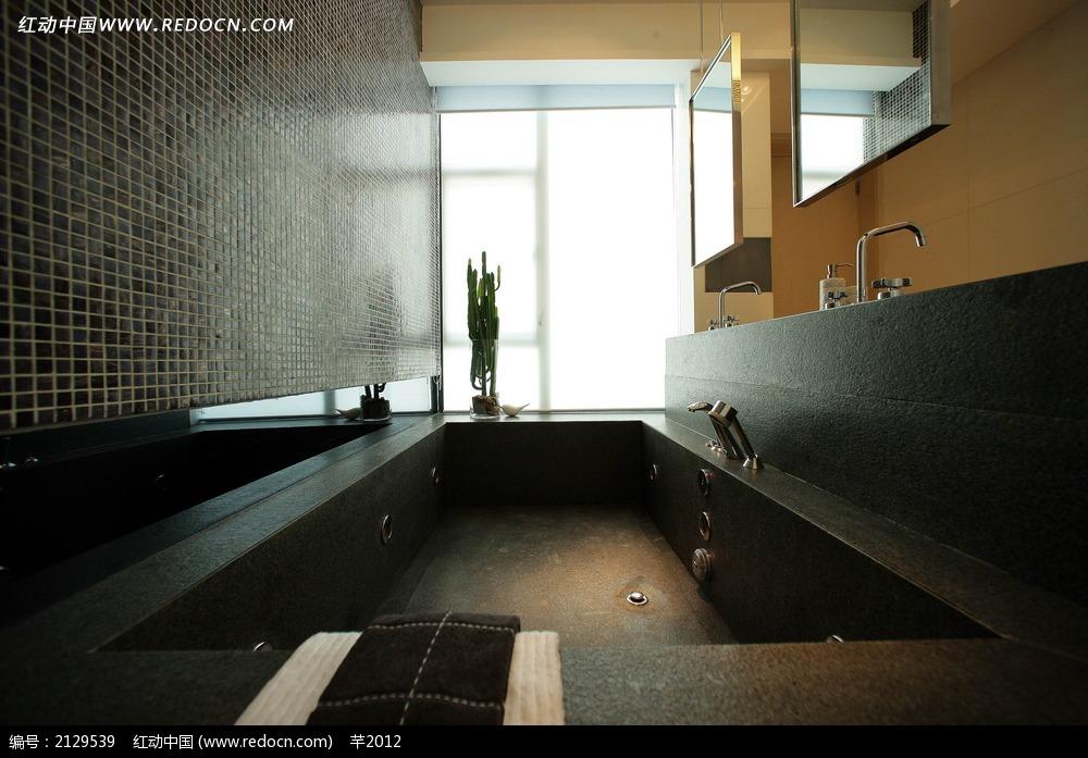酒店卫生间洗澡池装饰效果图
