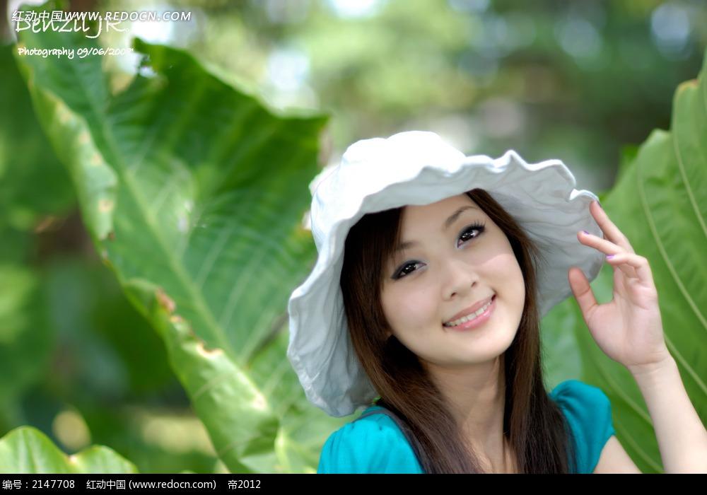 戴帽子的美女写真摄影图片