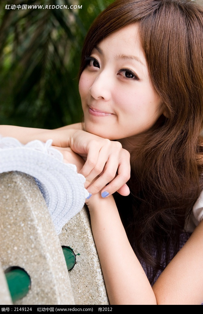 快乐微笑的美女写真摄影图片