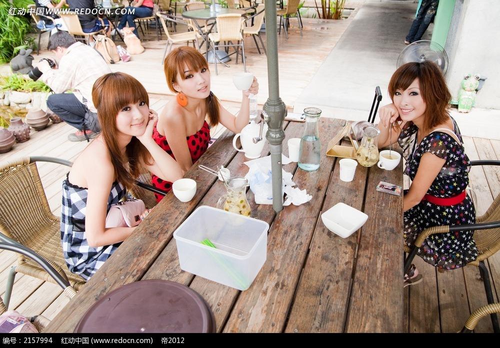 喝茶的美女写真摄影图片