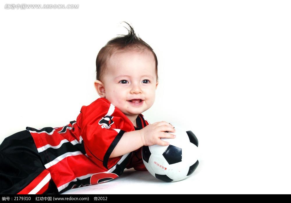 侧卧拿着足球笑的宝宝摄影图片jpg