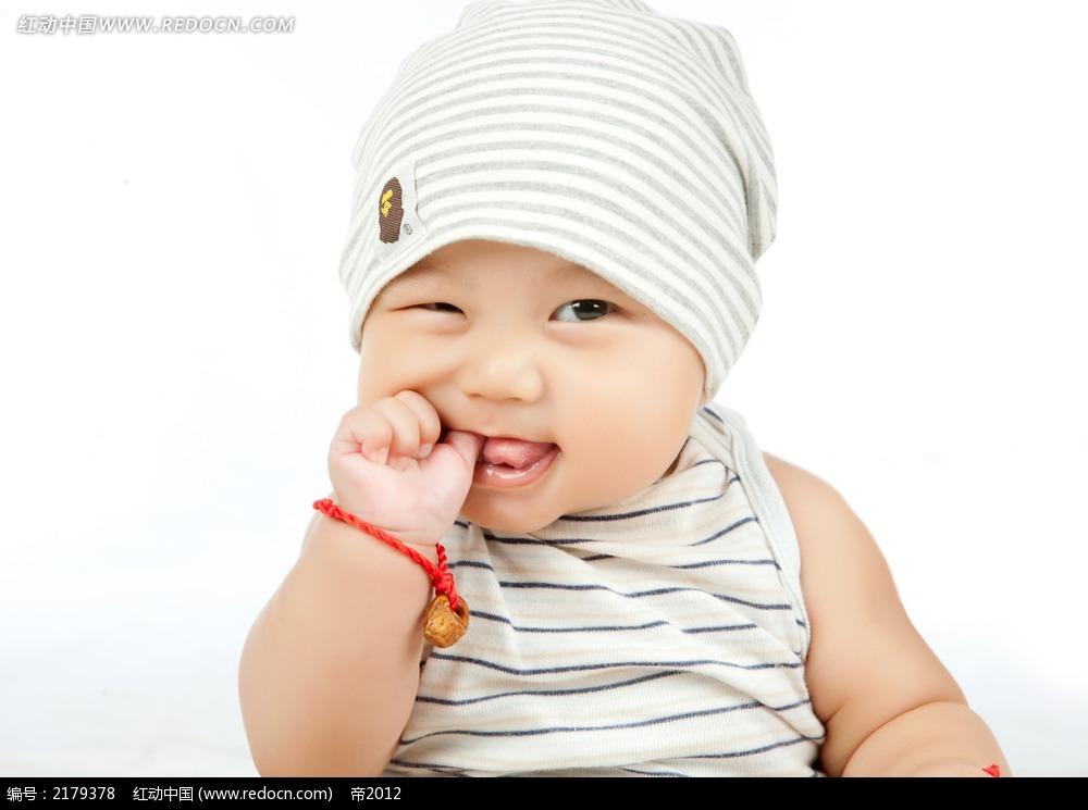 咬手指的可爱宝宝摄影图片jpg