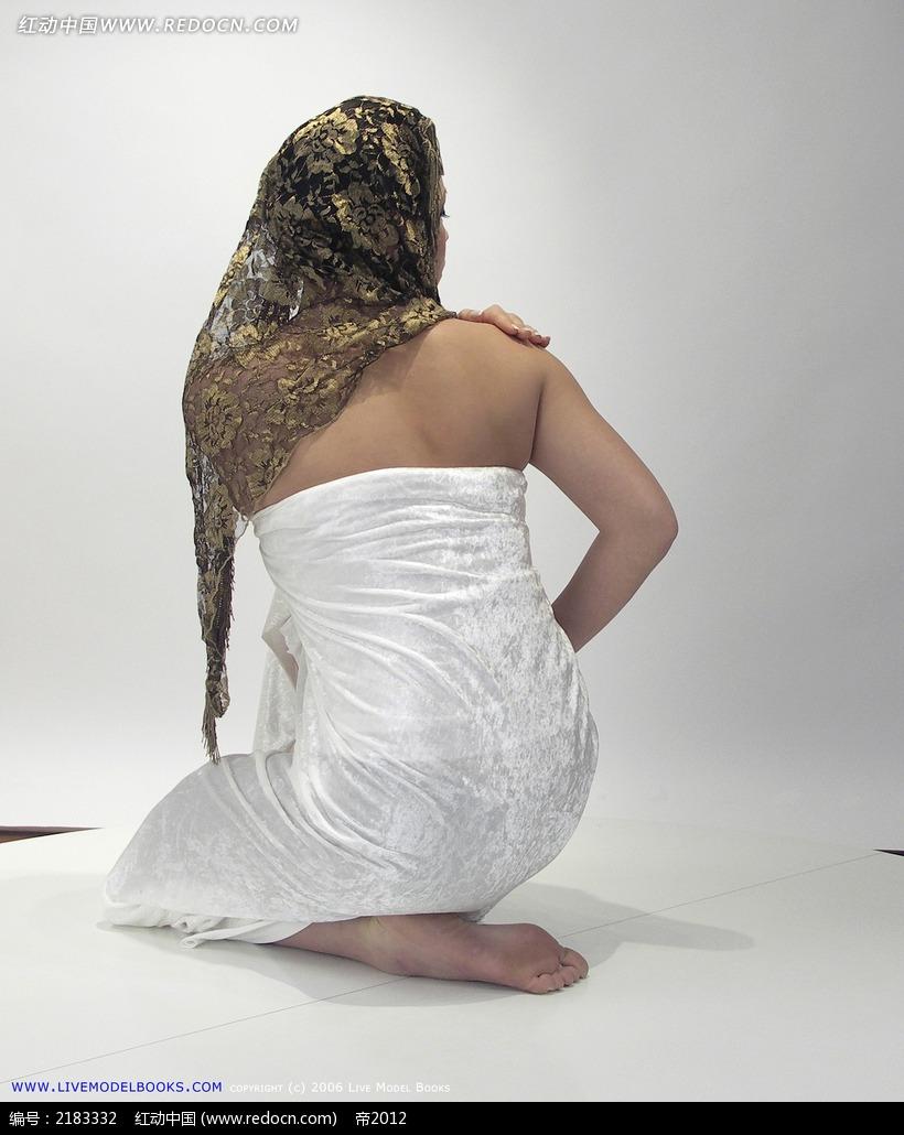 阿拉伯少女背面曲线女性写真图片_人体摄影图片