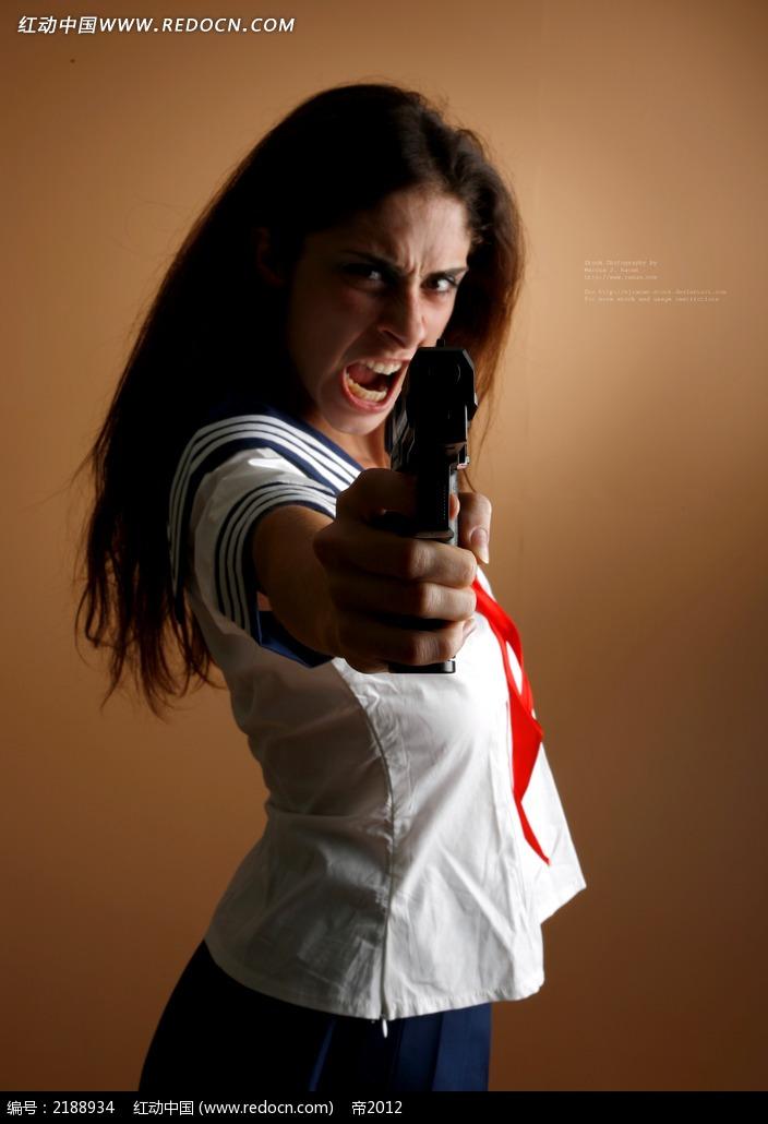 免费素材 图片素材 人物图片 人体摄影 穿学生装拿着枪的愤怒女人jpg