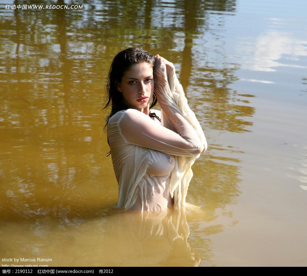 湿身美女写真图片