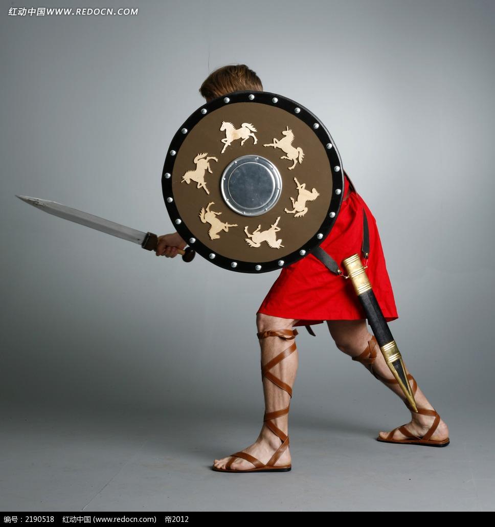 免费素材 图片素材 人物图片 人体摄影 拿盾牌的男子侧影写真摄影  请