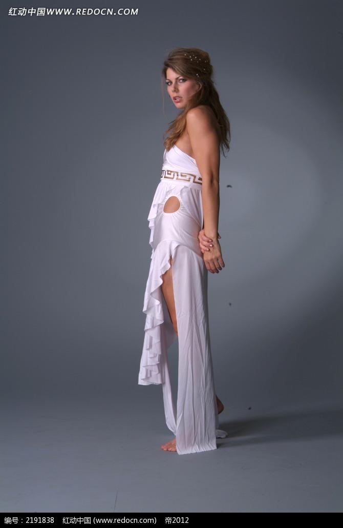 免费素材 图片素材 人物图片 人体摄影 穿白裙的美女全身侧面摄影图片