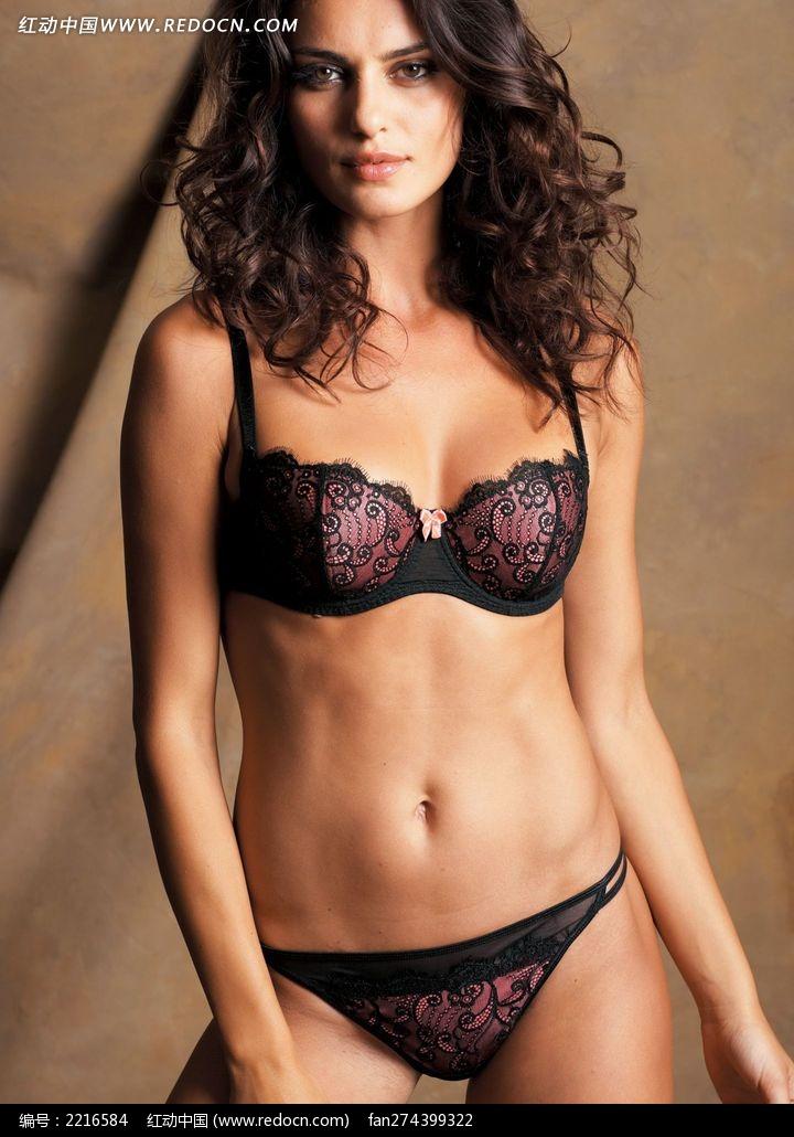 穿紫色三点式内衣的外国美女图片