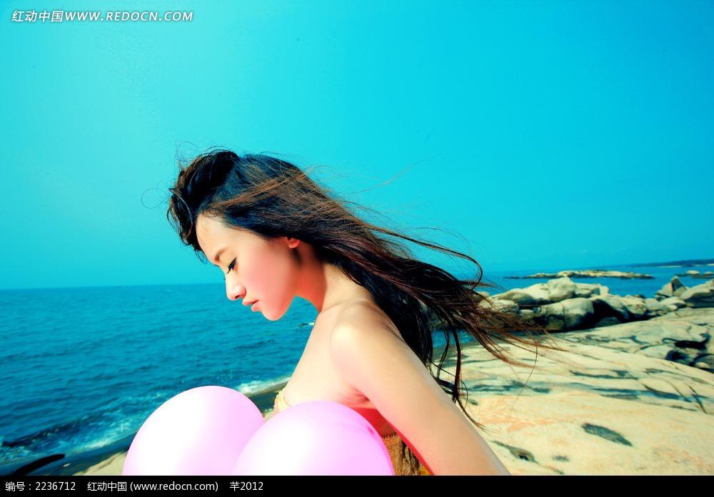 海边长发飘飘的美女摄影写真jpg图片