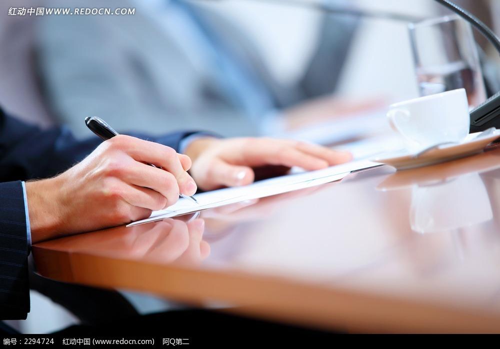 写字的商务人物图片