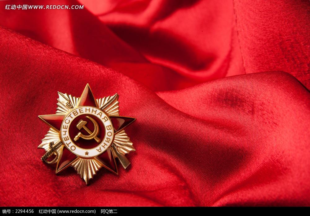红布上的勋章图片