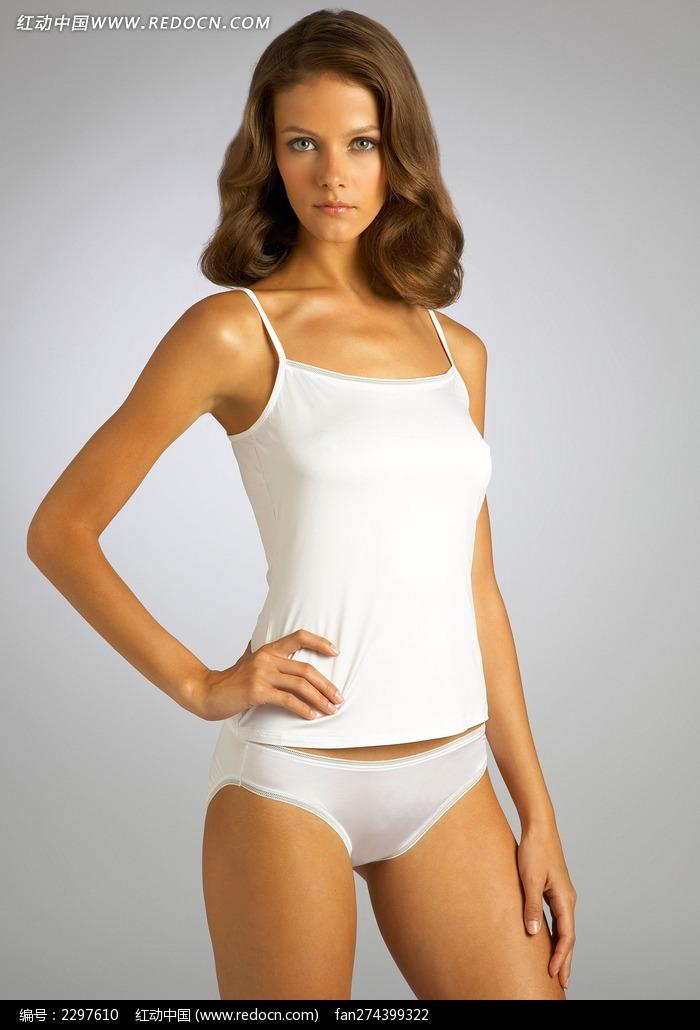 穿白色内衣的外国美女图片