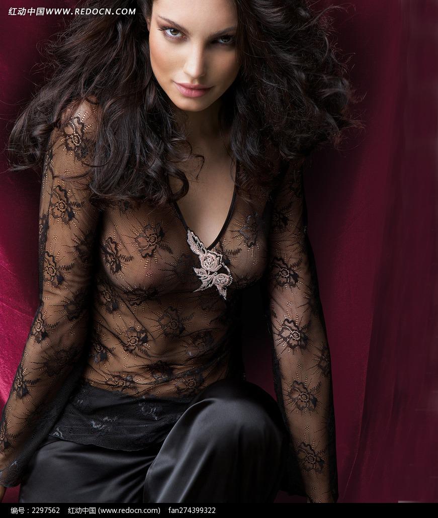 穿黑色内衣的外国诱人美女图片