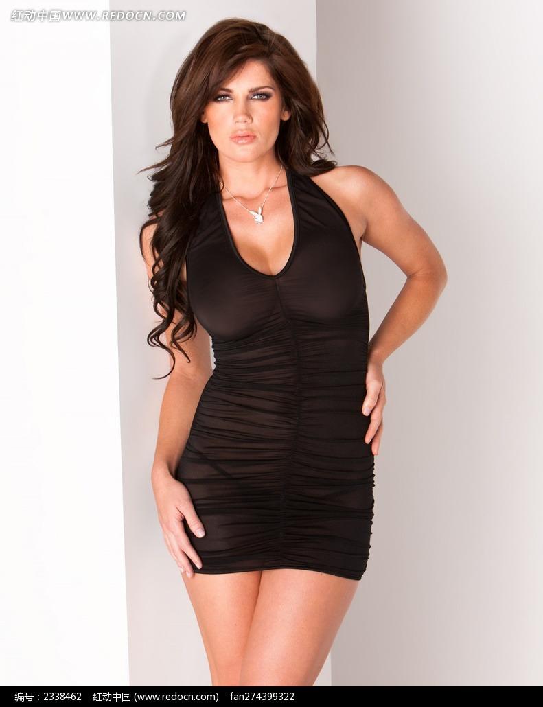 穿黑色紧身衣的外国美女图片