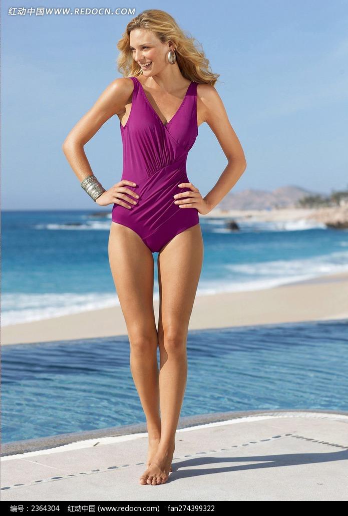 穿紫色泳衣的外国美女图片
