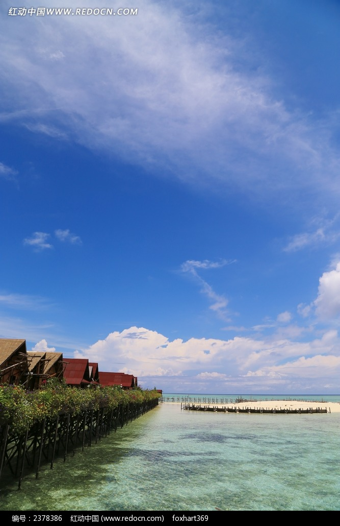 碧海蓝天 水上屋