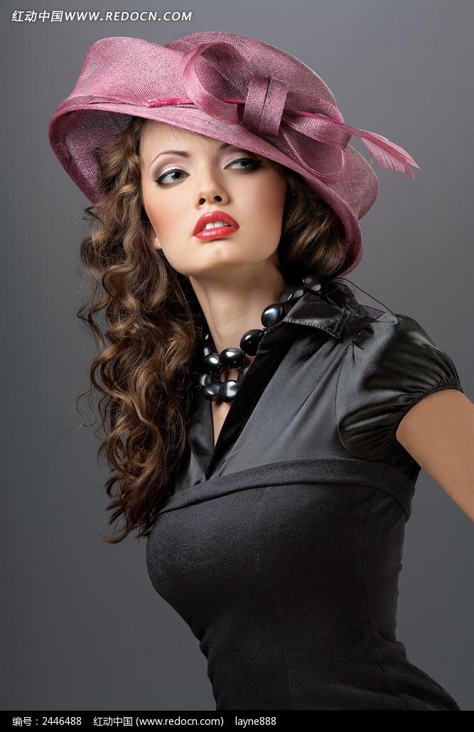 戴帽子的模特美女