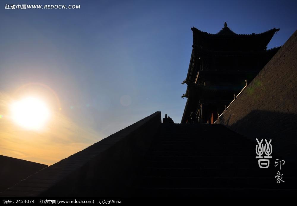 黄昏下平遥古城剪影图片图片