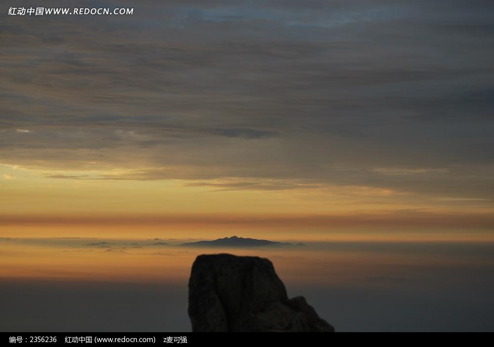 10月4号早6点泰山看 日出 时拍到ufo图片