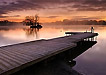 黄昏静谧的湖
