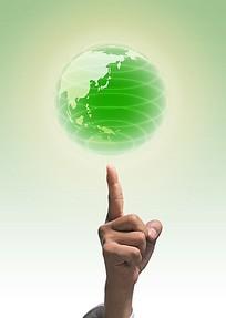 手指顶着绿色的圆圈