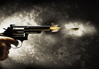 手枪射击图片