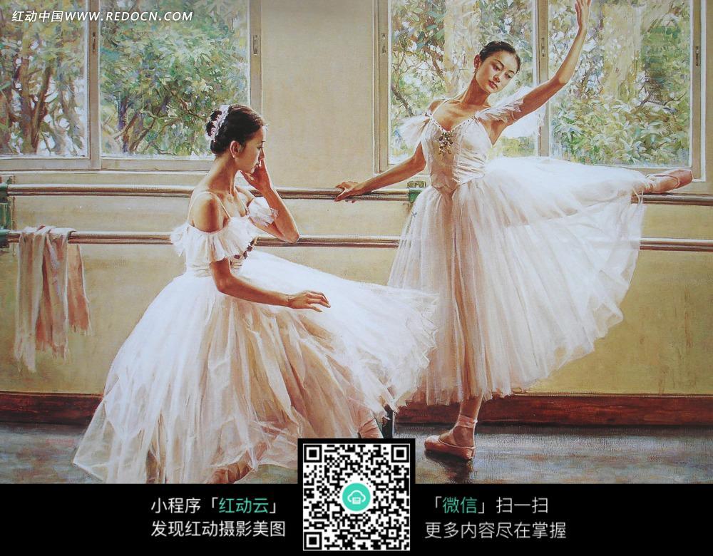 美女练习芭蕾舞