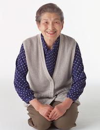 跪着的日本老妇人044