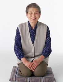 跪着的日本老妇人045