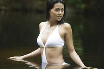 水中丰满少女图片
